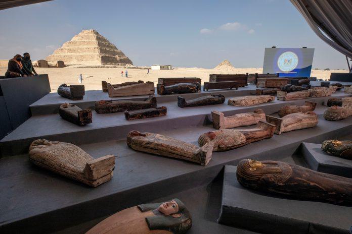 Descubren cien sarcófagos intactos en Egipto | Tienen más de 2.000 años de antigüedad